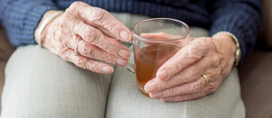 Qual a diferenças entre mal de Parkinson e tremor essencial